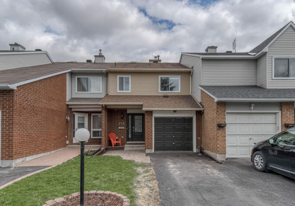 Move right 3 Bedroom Townhouse for Sale in Barrhaven